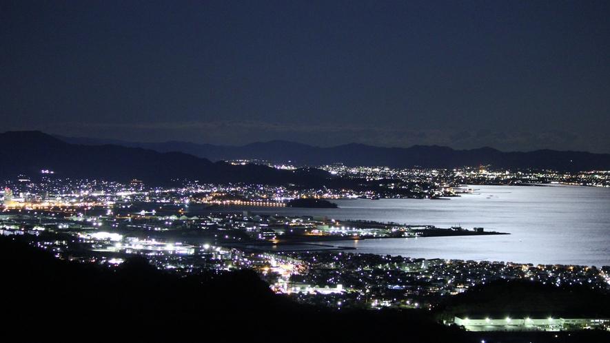 ◆海岸線に広がるが蒲郡の夜景。