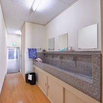 *共有スペース(洗面処)/清潔を心掛けた洗面スペース。こちらをご利用下さい。