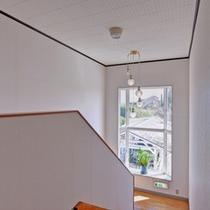 *豪華な装飾もない小さな宿ですが、居心地のよい空間づくりに努めています。