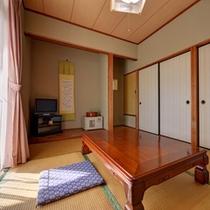 *和室6畳(客室一例)/純和風の設えが落ち着く和室のお部屋。ごゆっくりご滞在ください。