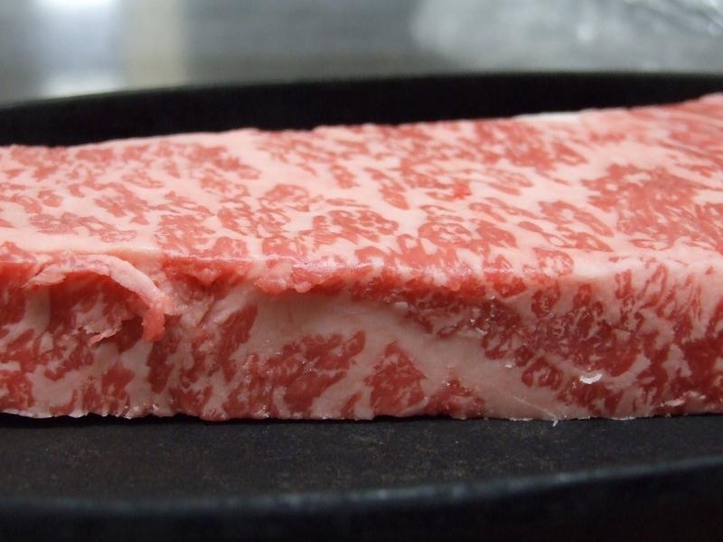 掛川牛のステーキはミディアムレアがおすすめです。