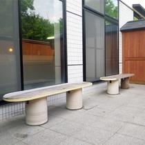 *【大浴場/休憩所】北アルプスの風が入浴後のほてりを冷やしてくれる休憩所。