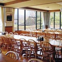 *【食堂】夕朝のお食事はこちらで。窓からは北アルプスの絶景をお楽しみ頂けます!