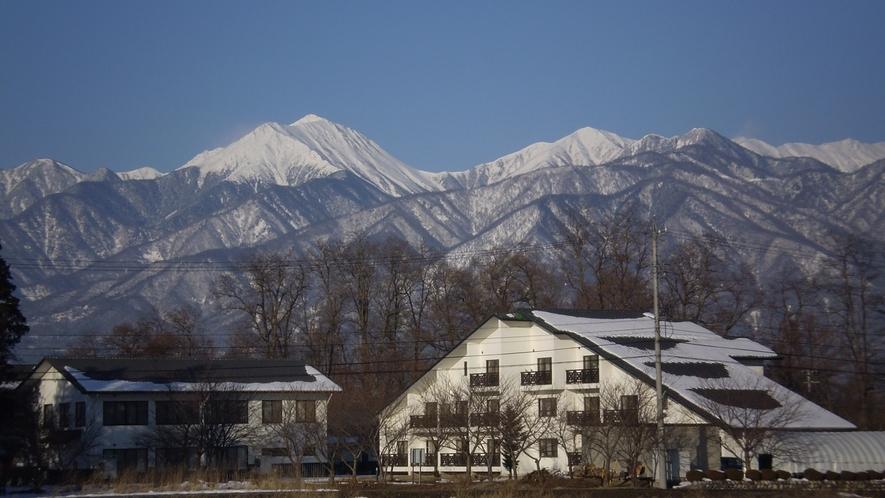 *【冬】雪の帽子をかぶった冬の常念岳。静かで美しい冬の安曇野。