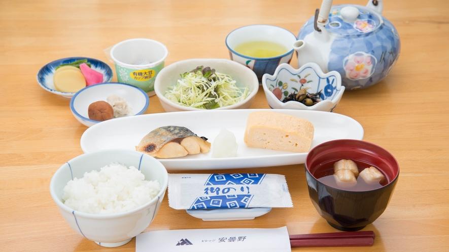 *【ご朝食一例】栄養バランスの整った和朝食をご用意いたしております。信州のふっくらご飯でどうぞ♪