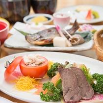 *【グレードアップお夕食一例】常のお料理に天ぷらやお肉やお魚の乗ったプレート等をつけたお料理です。