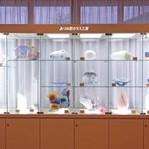 *敷地内【安曇野ガラス工房】生徒さん達の力作を館内に展示いたしております