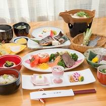 *【グレードアップお夕食一例】通常のお料理に天ぷらやお肉やお魚の乗ったプレート等をつけたお料理です。