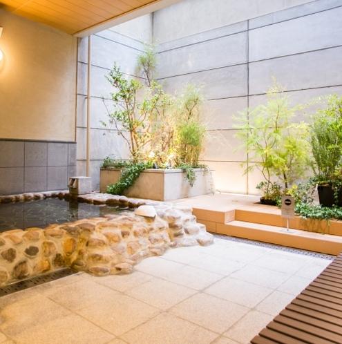 温泉露天半身浴場