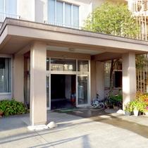【外観】JR越中宮崎駅より徒歩1分!便利な立地で新鮮な海の幸をご堪能いただけます♪
