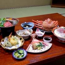 【夕食一例】旬魚のお造りや名物たら汁、海鮮陶板焼き等日本海の幸をご堪能下さい!