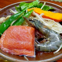 【夕食一例】新鮮な魚介をジュ〜!海鮮陶板焼きはお好きな焼き加減でどうぞ♪