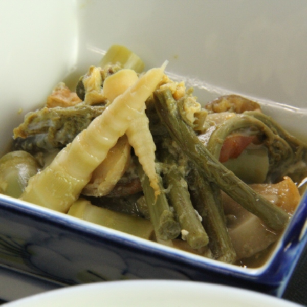朝食 山菜のお浸し。戸隠は山菜の宝庫です。
