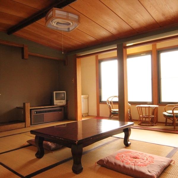 和室10畳のお部屋。ゆったり安らげるお部屋となっています。