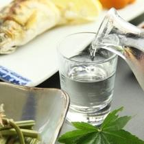 川魚の塩焼きと冷酒