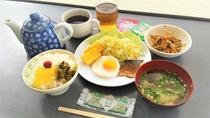 朝食は和軽食のバイキング形式♪(写真は一例です)