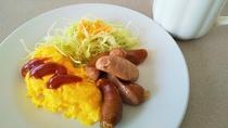 朝食一例。おかずは毎日日替わりとなっております。