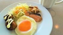 朝食一例(おかずは日替わりとなっております)