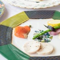 *【夕食/前菜一例】野菜は、契約農家さんから仕入る新鮮な高原野菜などをふんだんに使っています