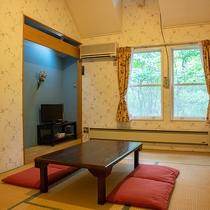 *【和室7.5畳一例】和室でありながら大きな窓とカーテンを配した、洋風感覚のモダンな客室