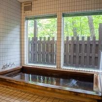 *【1階・貸切風呂/檜風呂】朝風呂も人気!大人4人は、ゆっくり入れる大きなお風呂