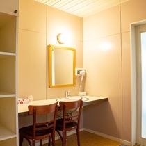 *【1階・貸切風呂/檜風呂】シンプル構造で使い勝手の良い脱衣場