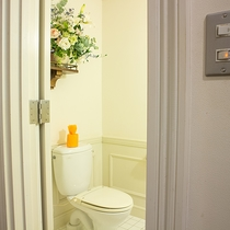 *【1階・共同トイレ】ロビー横にございます