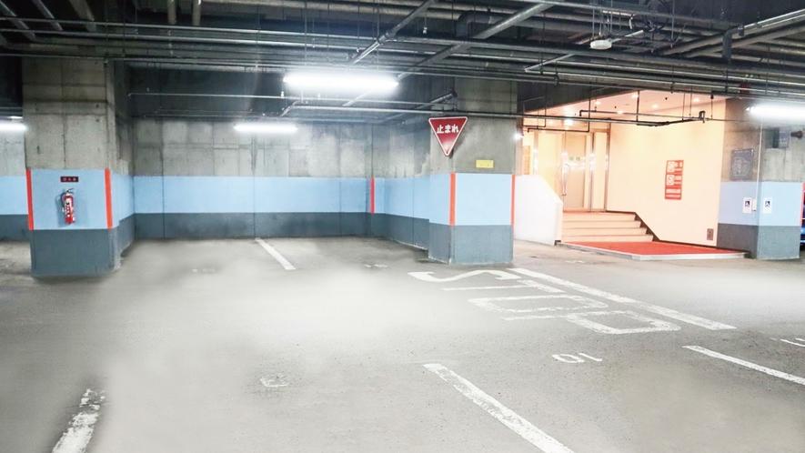 【駐車場】地下1階・地下2階駐車場/82台収容・高さ制限2m