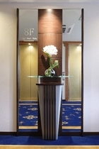 各エレベーターホールに設置している造花も綺麗ですよ♪