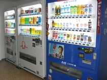 2階コインランドリー室(ソフトドリンクの自動販売機がございます)