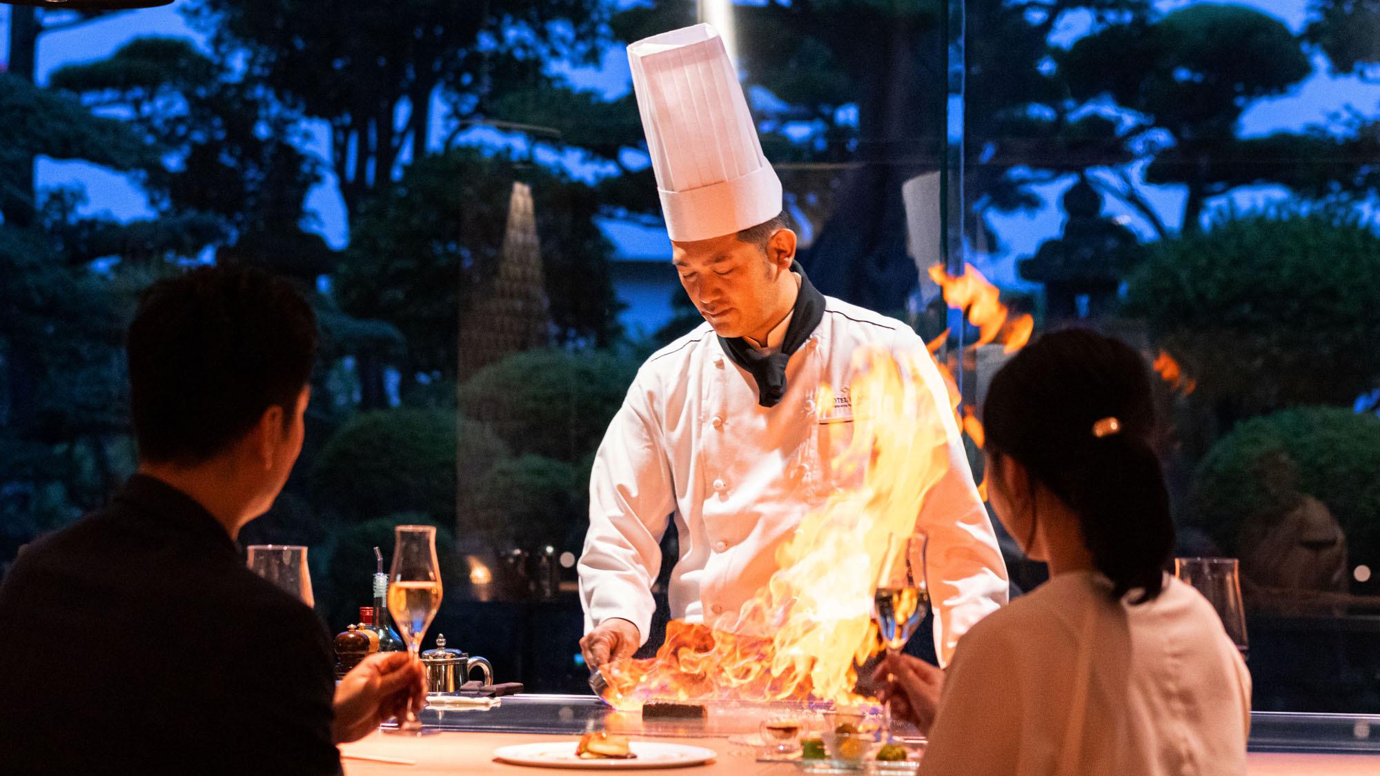 鉄板焼コースはお料理はもちろん、窓から広がる景色も特別な一日を過ごすのにぴったりです。