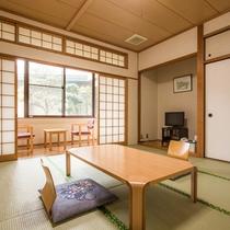 *【客室一例:和室10畳】客室からは国東半島の緑の山々、自然そのままの素朴な風景をご覧頂けます。