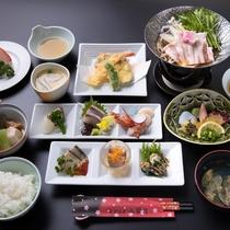 *【夕食一例】お造り・煮物・てんぷらなど、地元の食材を使った品々。
