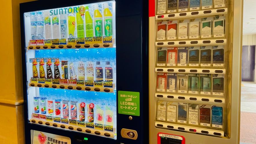 1Fフロント付近に飲料&タバコ自販機ございます