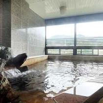 「大浴場(男女別」湯量豊富な天然温泉。