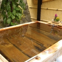 【源泉掛流し温泉】 檜風呂②
