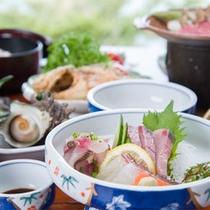 *【夕食一例】新鮮な魚介類は島ならではの味です