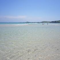 【大浜海水浴場】当館から徒歩約7分。遠浅のビーチで小さなお子さまでも安心して遊べます♪