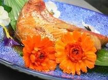 お花を使ったお料理の一例です(一名盛り)