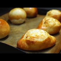 【朝食】ふっくら焼きたてのパンです