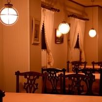 <館内施設>船室をイメージしたレストラン「キャプテン」