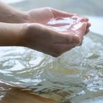 三十万年前の海水が温泉として湧き出でる