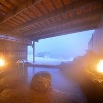 風情ある日没の露天風呂(冬)