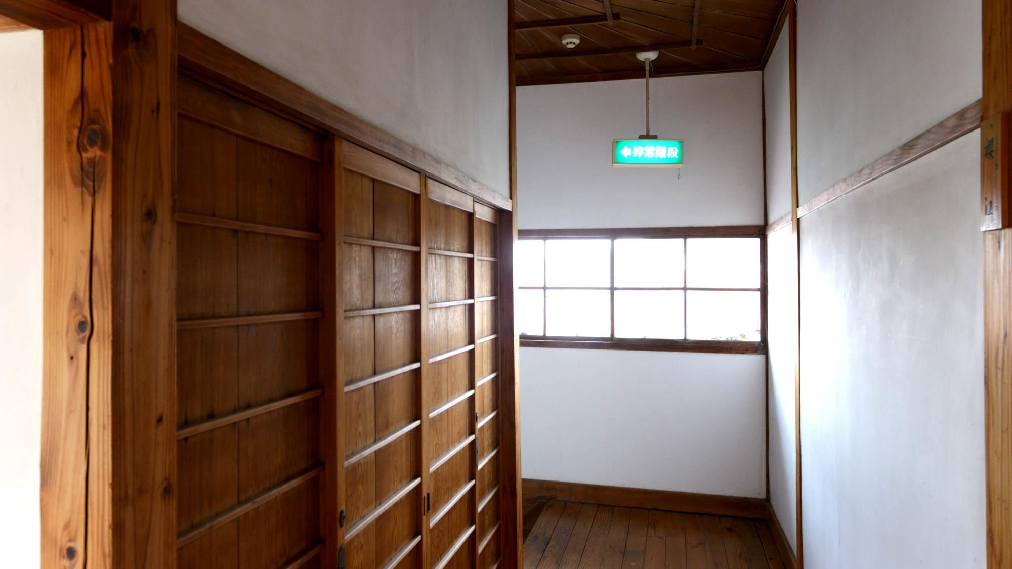 *【館内】大正時代から建物にほとんど手を加えておらず、細部まで当時のものが残っております。