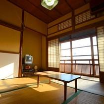 【和室4.5帖】趣深いお部屋でのんびりお過ごし下さい。