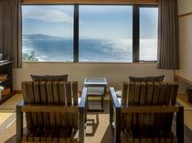 【最上階特別室「天海」】オーシャンビューの客室からは美しい海が一望できます。