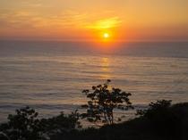 日本海に沈みゆく夏の夕日は絶景です