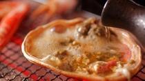 【カニ甲羅酒】濃厚なカニ味噌に、丹後の地酒を注ぐ贅沢な食し方