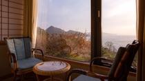 1階「潮亭」オーシャンビューの客室からは美しい海が一望できます。
