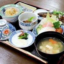 *【朝食一例】川魚の甘露煮・卵料理等、シンプルな和朝食をご用意。